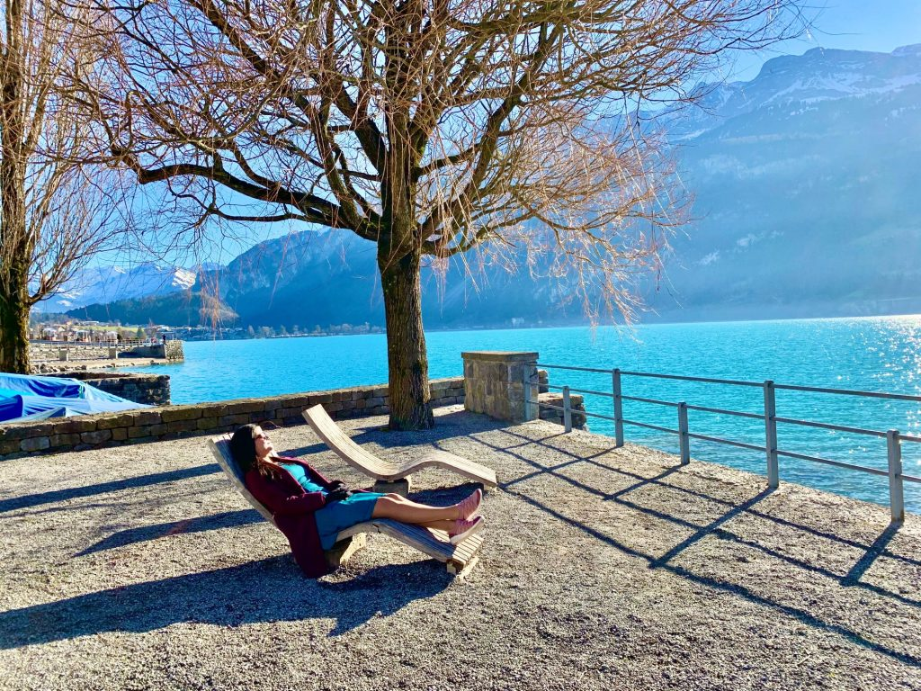 Brienz promenade - relax on the lounge chairs